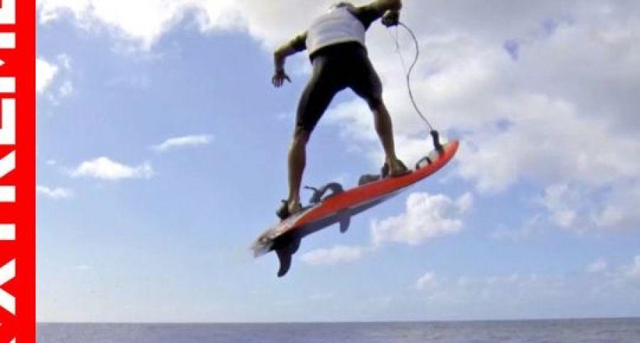 מודרניסטית בלוג   ג'ט סרף   קאי לני בסרטון על גלשן ממונע   B.Oz PY-01
